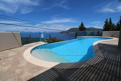 Idyllic villa with beautiful sea views in Katsarata