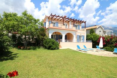 Ρομαντική κατοικία στον Καραβάδο, λίγα λεπτά από την παραλία