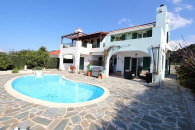 Beautiful residence with views and a shared pool in Sarlata