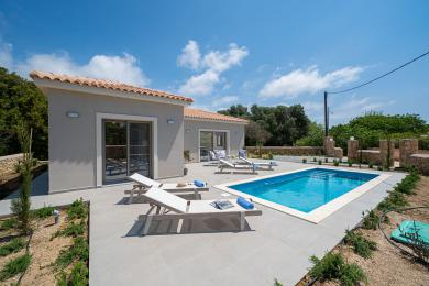 Brand New ground floor Villa with pool, in Pessada village