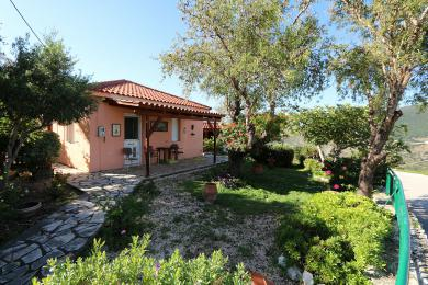 Traditional 1-bedroom cottage with views in Agkonas