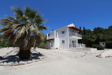 Villa with impressive views in Spartia