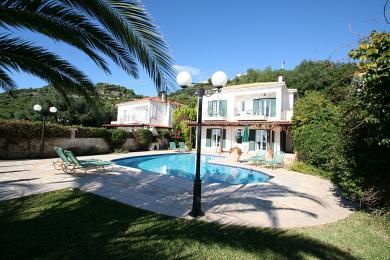 Lovely villa with stunning sea views in Sarlata village